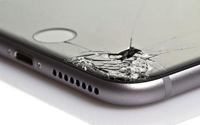 sostituire schermo iphone rotto
