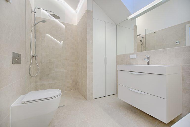 Opinioni piatto doccia: quanti materiali! Guida alla scoperta del migliore per il tuo bagno