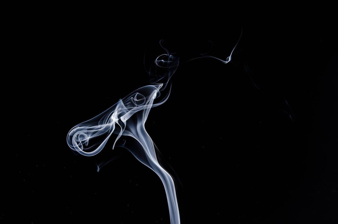 Meglio fumare tabacco o svapare sigarette elettroniche?